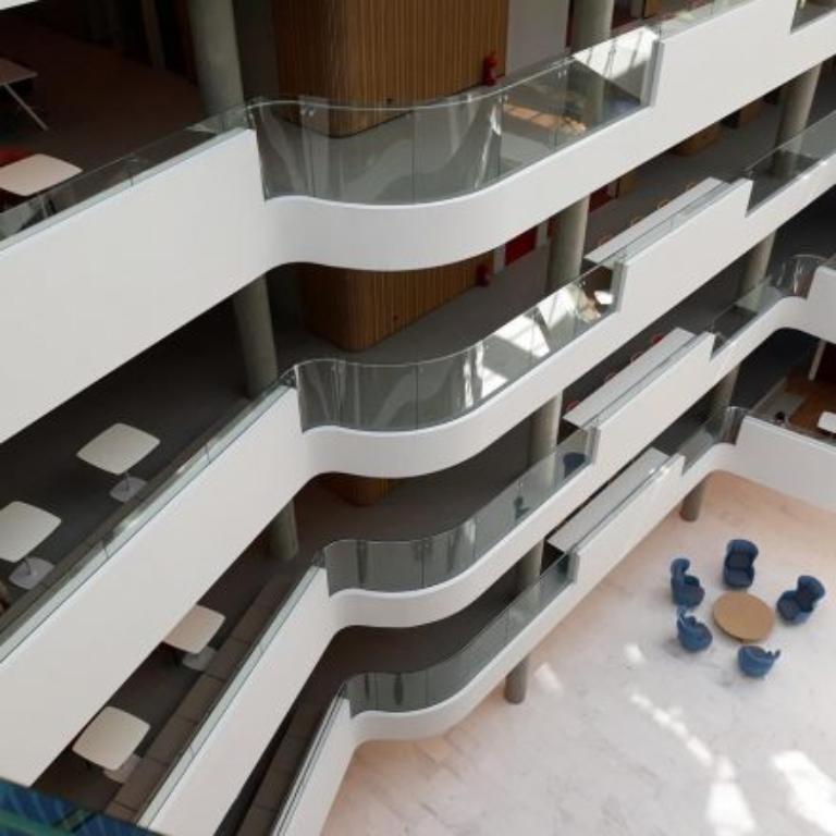 Jak wyselekcjonować odpowiednio wykonane schody i balustrady?