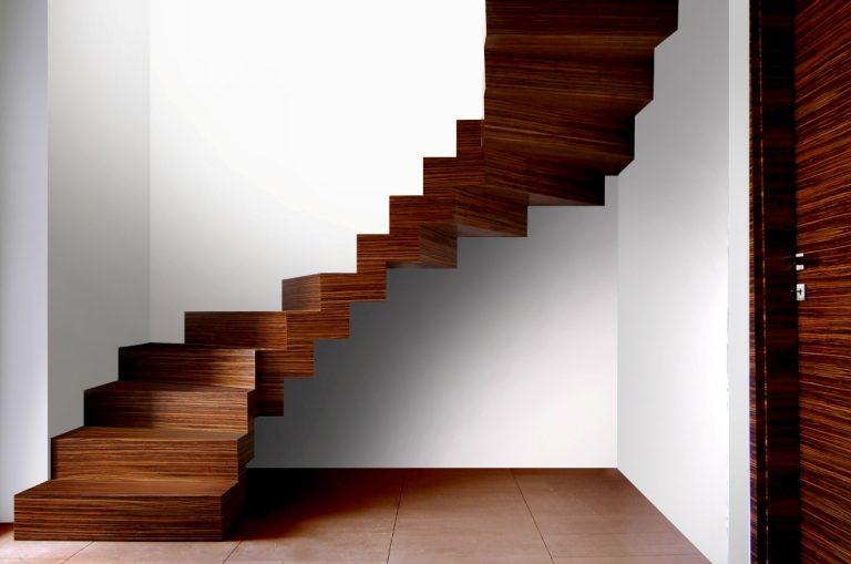 Schody drewniane o konstrukcji zabiegowej