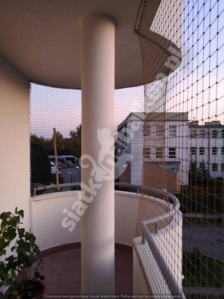 Czy siatki na balkon przeciw ptakom są trwałe