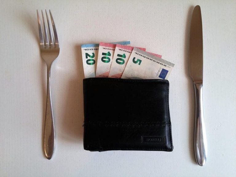 Praktyczne sposoby oszczędzania pieniędzy